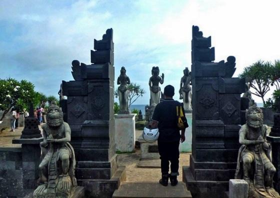 Pintu-Masuk-Menuju-Pantai-Ngobaran-Wonosari